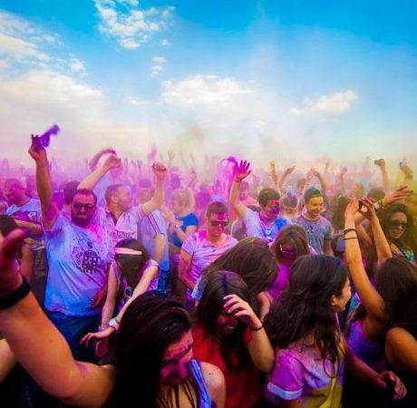 От psychedelic trance партита до световни фестивали и изложби, привличащи десетки хиляди посетители
